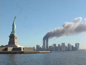 9-11_Statue_of_Liberty_and_WTC_fire